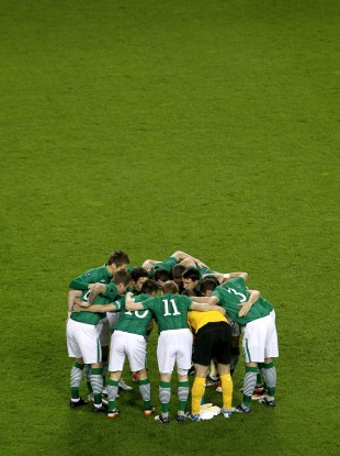 Thge Irish players huddle up before the kick-off.