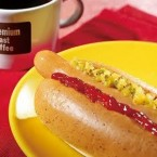 The taste of the McHotDog was acceptable to consumers, and there were no scandals behind the scenes or within the bun. But the failure of McHotDog was a branding issue. Even what seemed like a low-risk, simple product never caught on because McDonald's consumers just didn't equate the brand with the type of food. It made a few comebacks during the mid-1990s as a seasonal item in select mid-western US restaurants. It has since reappeared in Japan, where consumers are used to McDonald's offering a wider variety of options. Image: listoftheday.blogspot.com