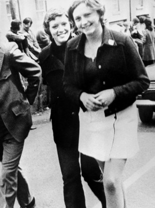 Dolours Price (left) and her sister Marian at a civil rights demonstration outside Belfast (File photo)