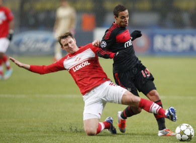 Spartak Moscow's Kim Kallstrom, left, battles for the ball with Benfica's Rodrigo.