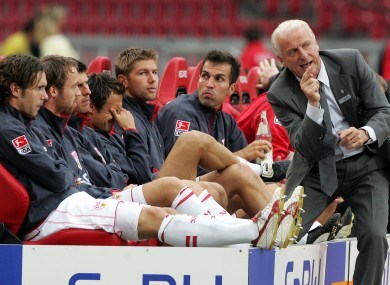 Trapattoni speaks to Markus Babbel and Thomas Hitzlsperger at Stuttgart.