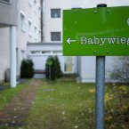 This sign shows the way to the hatch. (AP Photo/Markus Schreiber)