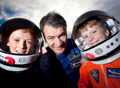 Paolo Nespoli (centre) with Rory Howe (11) and Robert Mongey (11)