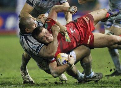 Tavis Knoyle taken down by Cardiff Blues' Tafa'ao Filise