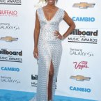Kelly Rowland looked gorgeous.  Not much else to say about it really.
