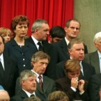 A moment of emotion from politicians. (Pic taken on 22/8/1998 by Photocall Ireland)