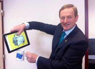 Enda Kenny can pour tea with his iPad but he won't be able to update it just yet