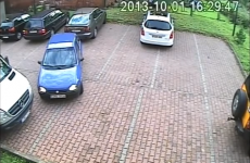 Is this the worst attempt to leave a car park of all time?