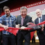 usician Niall Breslin, Managing Director of Clerys, Dominic Prendergast, and Minister for Arts, Heritage and Gaeltacht Affairs, Jimmy Deenihan cut the ribbon to reopen Clerys<span class=