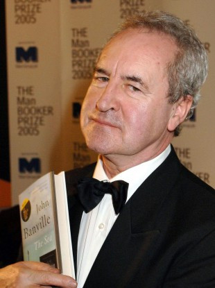 John Banville with his book The Sea at the Man Booker Prize award in 2005.