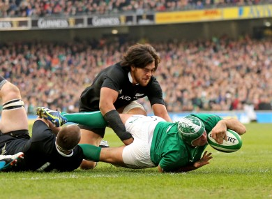 Rory Best dives over for Irelamd's second try against New Zealand.