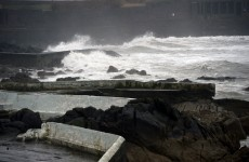 Travel warnings issued, ferries cancelled as 'vigorous' storm set to pass overnight