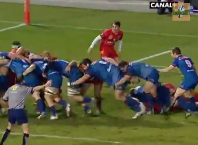 Grenoble's rolling maul leads to the opening try.