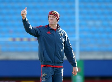 Paul O'Connell gives the 'thumbs up' sign to Munster fans in Perpignan.