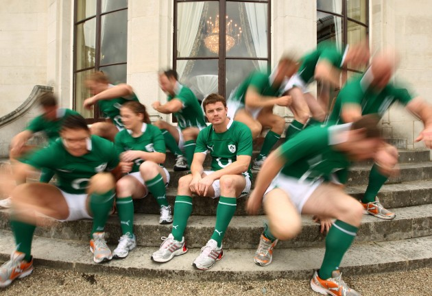 Brian O'Driscoll in the middle of the players