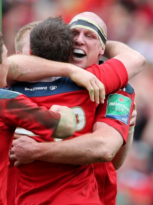 O'Connell celebrates with his Munster teammates after scoring a try against Toulouse.