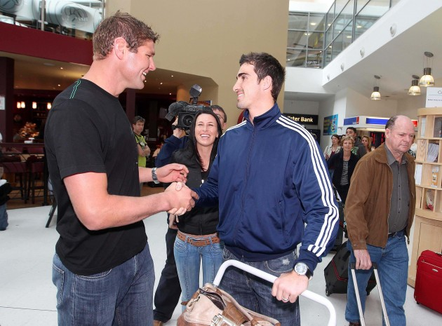 Ruan Pienaar is greeted by Johann Muller 15/9/2010