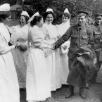Nurses saying goodbye to soldiers leaving a London hospital during the First World War.<span class=