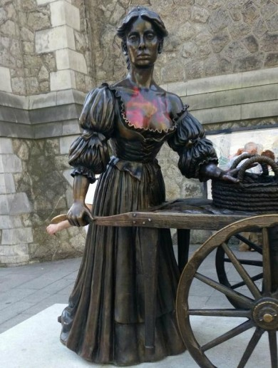 Someone has vandalised Molly Malone's cleavage