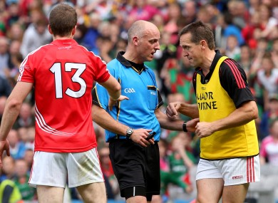 Ciaran O'Sullivan and Colm O'Neill talk to Cormac Reilly before the game's final free.