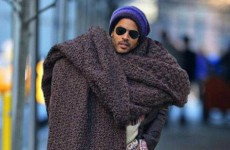 The internet is going wild for Lenny Kravitz's ridiculously huge scarf