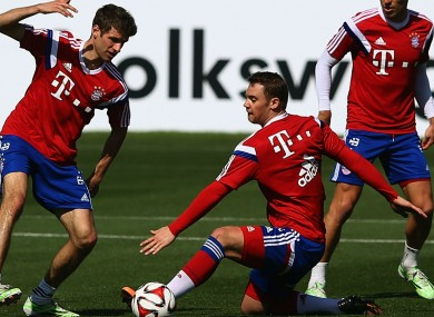 Müller in training with Manuel Neuer.