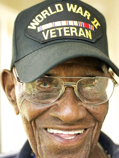 Oldest US veteran turns 109 (and still smokes like a trooper)