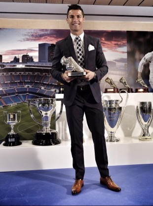 Ronaldo with his trophy for becoming the all-time top scorer of Real Madrid