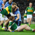 Darran O'Sullivan gets in between Pa Kilkenny and Dean Rock.<span class=