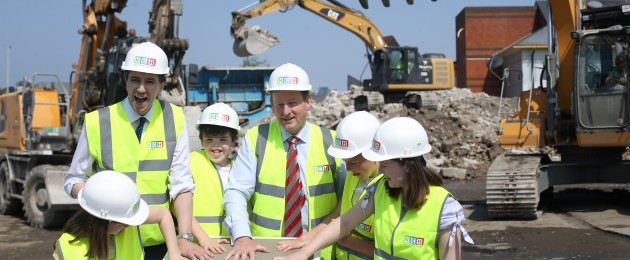 Pictured are patients from Temple St and Crumlin hospitals Isabel Kiernan (10), Minister for Health Simon Harris TD, Max Cleary (13), An Taoiseach Enda Kenny TD, Darragh Barry-Donnachie (14) and Ashleigh Kiernan (10) at the cast of the foundation stone for New Children's Hospital on the site.
