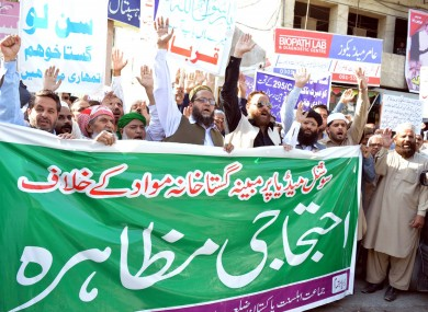 Activists of Jamat-e-Ahl-e-Sunnat Pakistan holding protest demonstration against blasphemy, in Rawalpindi (March 2017).