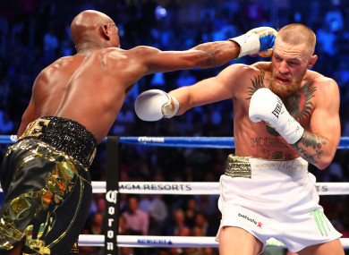 Mayweather puts McGregor under pressure.