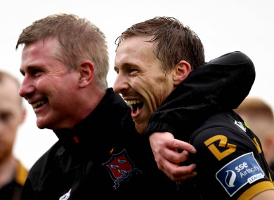 David McMillan celebrates with Dundalk manager Stephen Kenny.