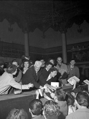 Guillaume Seznec at the meeting organised in his support at the Salle Wagram in Paris, in May 1950.
