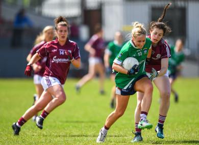 Fiona Claffey breaks free from the grasp of Galway's Leanne Coen.