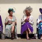 Female racegoers<span class=