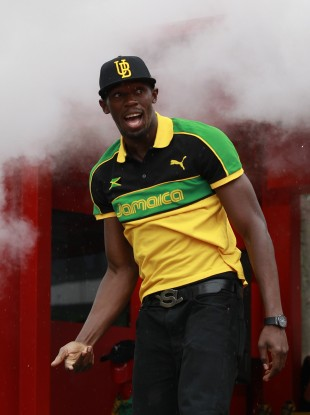 Usain Bolt dancing on his arrival at an amateur event in Daegu.