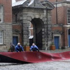 The red carpet is rolled out in the rain ahead of the inauguration at Dublin Castle. Image: Laura Hutton/Photocall Ireland