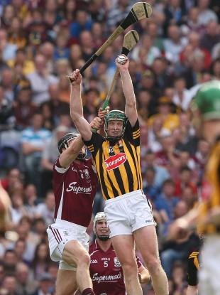 Kilkenny's Henry Shefflin catches the ball.