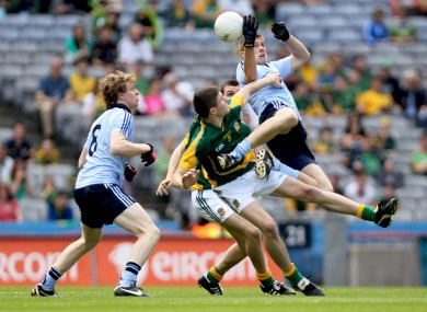 Shane Carthy of Dublin goes up to challenge Meath's Pádraic Harnan for a ball.