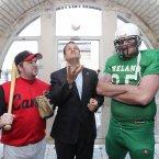 Minister Leo Varadkar with Peter Kavanagh (left) from the Dublin City Hurricanes baseball team and Eoin O'Sullivan from the Drogheda Lightning football team at the Guinness Storehouse. Photo: Mark Stedman/Photocall Ireland
