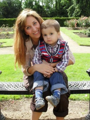 Missing Esra Uyrun with her son Emin.