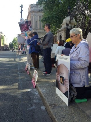 Pro-Life and Pro-Choice protesters gathered outside Leinster House today.