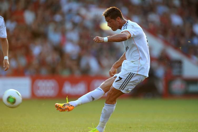 Departures Lounge Emma Watson Unimpressed With Latest Ronaldo To United Rumour