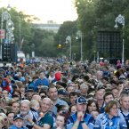 The crowd gather in Merrion square<span class=