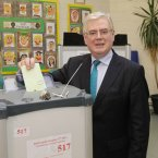 Eamon Gilmore votes at Scoil Mhuire in Shankill, Dublin.<span class=