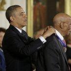President Barack Obama and baseball Hall-of-Famer Ernie Banks.<span class=
