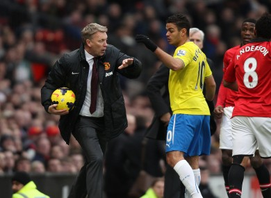 David Moyes evades Hatem Ben Arfa to ship the ball to a United player for a throw-in.