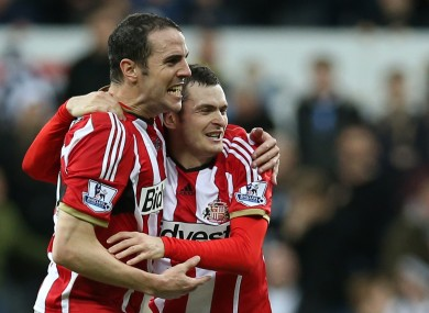 Sunderland captain John O'Shea says their strikers need more help from others in attack.