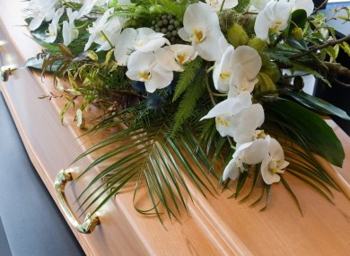 「funeral family Crying」の画像検索結果